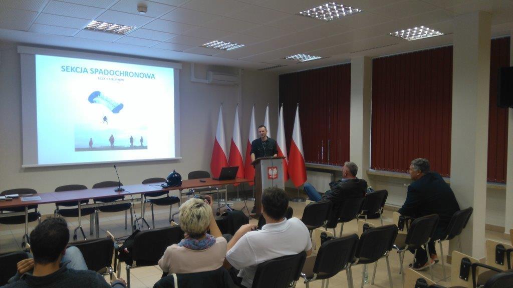 Działalność-spadochroniarzy-referuje-Maciej-Sopoliński
